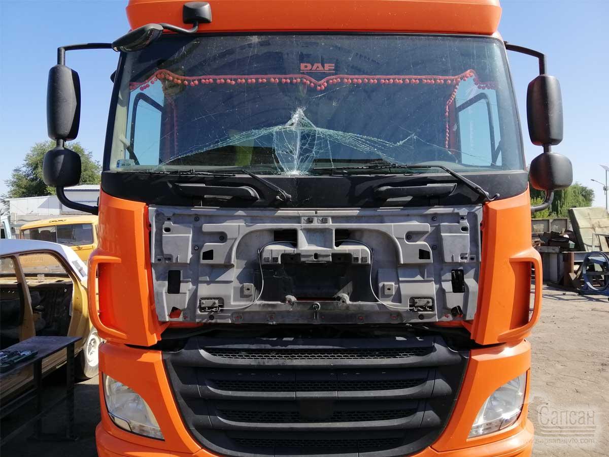 Заміна лобового скла автомобіля DAF CF440FT